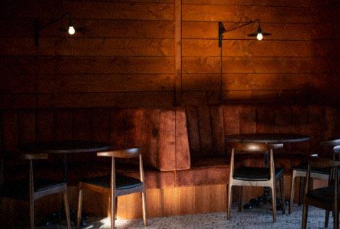 Wanaka Restaurant bar area, with booths